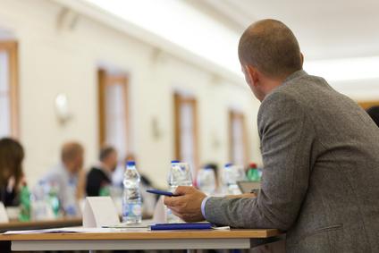 <span class=&quot;dquo&quot;>»</span>Arbeiten in besonderen Sphäre — Wissenschaftliche Projekte in einem rechtlichen Rahmen«